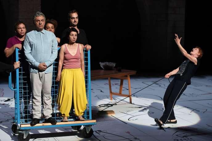 Les acteurs Manuel Le Lièvre, Dominique Parent, Julie Kpéré, Valérie Vinci, René Turquois  et Agnès Sourdillon dans