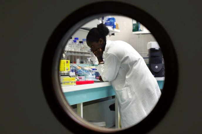 Au laboratoire de Chatenay-Malabry en 2008.