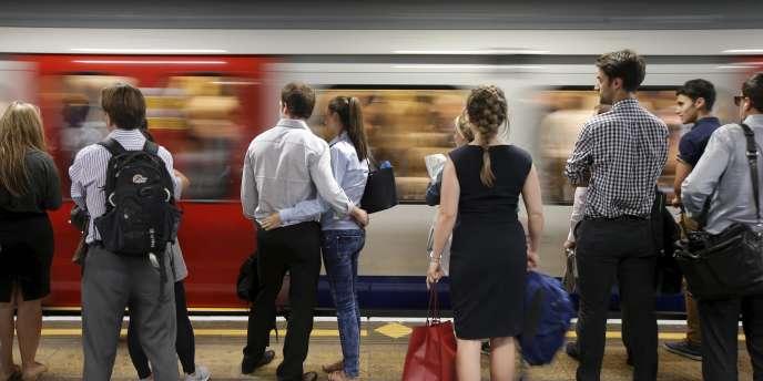 Le métro londonien rénove quatre de ses lignes historiques. Les travaux devraient commencer dans l'année et s'achever, pour l'essentiel, en 2022. Aux heures de pointe, dans le centre de Londres, jusqu'à 32 trains pourront se succéder en une heure.