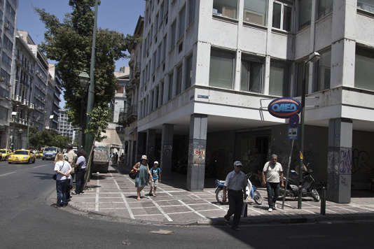 Un centre OAED (organisme du chômage grec) dans le centre d'Athènes, le 8 juillet 2015. Le taux de chômage des moins de 25 ans atteint 50 % dans le pays.