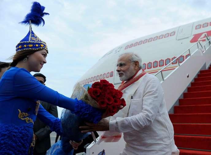 Le premier ministre indien, Narendra Modi, à son arrivée à Astana, au Kazakhstan, le mardi 7juillet.