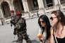 Une patrouille militaire aux abords du musée du Louvre le 2 juillet.