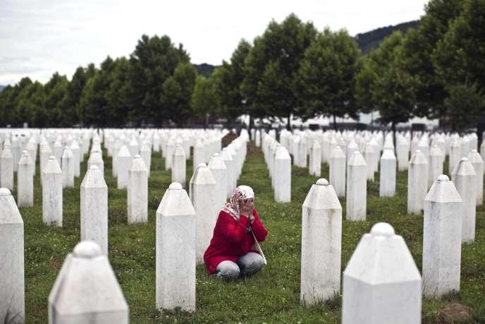 Au mémorial de Potocari, près de Srebrenica, en Bosnie, le 9 juillet.