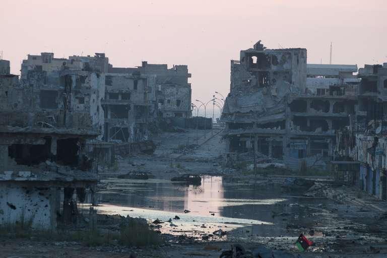 Benghazi, la capitale de la Cyrénaïque, ravagée par les combats, le 7 juillet 2015.