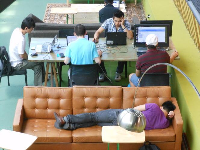 La sieste au travail serait un facteur de réduction du stress et d'accroissement de la productivité.