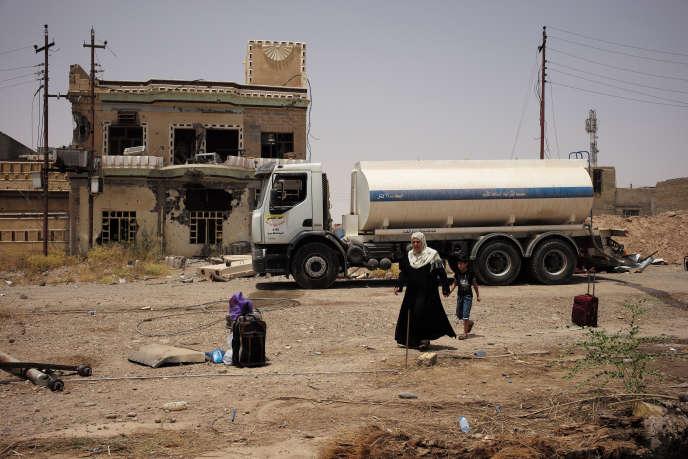 Des familles retournent à Tikrit après le feu vert donné par le premier ministre, Haïder Al-Abadi, le 15 juin.