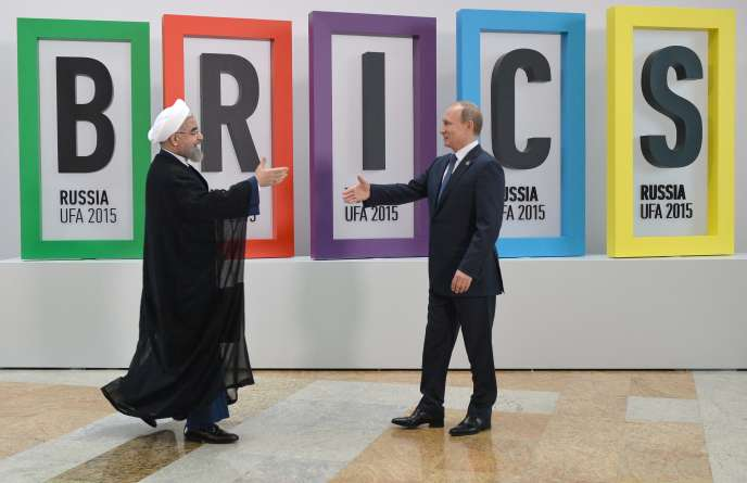 Le président russe, Vladimir Poutine (à droite), et son homologue iranien,Hassan Rohani, à Oufa, en Russie, le jeudi 9juillet.