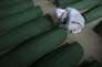 Une musulmane pleure une victime du massacre de Srebrenica en 1995, à Potocari (Bosnie-Herzégovine), en juillet 2015.