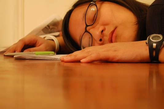 Près d'un salarié sur cinq avoue s'endormir ou s'assoupir sur son lieu de travail.