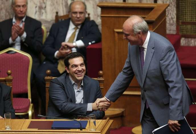 Alexis Tsipras et le chef de Nouvelle Démocratie (conservateurs), Evangelos Meïmarakis, à Athènes, le 10 juillet.
