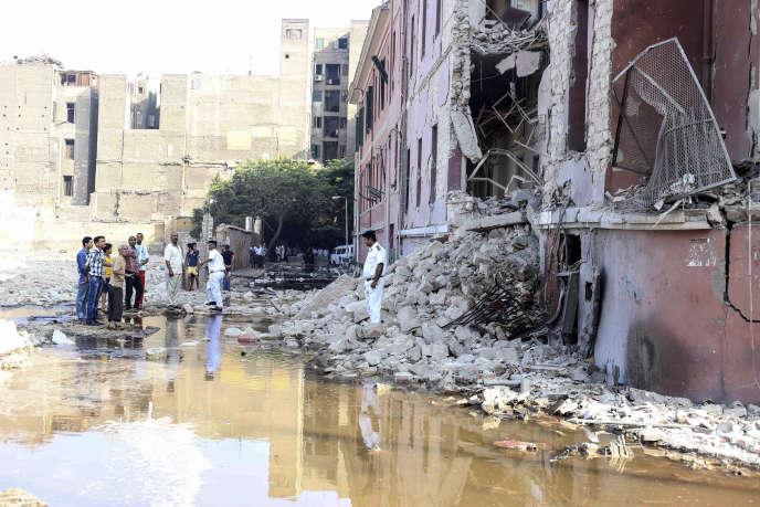 Une bombe a fait un mort et quatre blessés dans la matinée du 11 juillet devant le consulat d'Italie dans le centre du Caire.