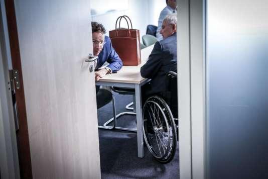 Le secrétaire d'Etat aux finances néerlandais, Jeroen Dijsselbloem (gauche), et le ministre des finances allemand, Wolfgang Schaüble, samedi à Bruxelles.