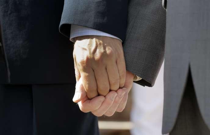 Luc Carvounas, sénateur PS, a été, samedi, le premier parlementaire français à convoler depuis l'adoption de la loi sur le mariage homosexuel.