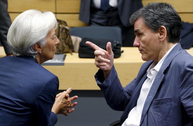 Le FMI pourrait amener, dans le troisième plan d'aide à la Grèce, les 16 milliards d'euros qui lui restent à verser dans le cadre de son propre programme d'aide au pays (qui s'achève en mars 2016), plus quelque 10 milliards selon des sources bruxelloises.