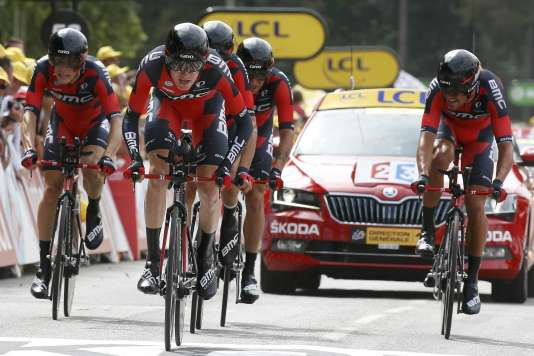 BMC Racing rider Tejay van Garderen of the U.S leads his team as they crossing the finish line in the 28 km (17.4 miles) team time-trial 9th stage of the 102nd Tour de France cycling race from Vannes to Plumelec, France, July 12, 2015. REUTERS/Eric Gaillard