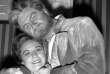 """Jon Vickers en Florestan dans le """"Fidelio de Beethoven"""", en février 1961 à Covent Garden. Le chanteur canadien, mort le 10 juillet à Toronto, pose ici avec Sena Jurinac qui tenait le rôle de Leonora."""