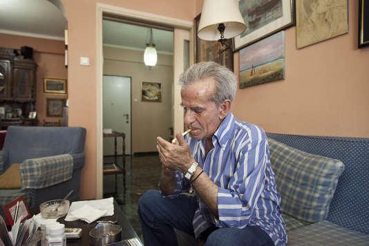 Diniosis Baltsavias, 75 ans, vit avec son petit-fils de 18 ans. Depuis deux ans, ils vivent sur sa pension de retraite (732 euros mensuels).