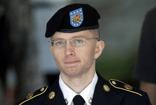 L'une des plus célèbres transgenres de l'armée américaine est Chelsea Manning, l'ancienne taupe de Wikileaks qui, sous le nom de Bradley Manning, avait transmis au site internet plus de 700 000 documents confidentiels et a été condamnée à 35 ans de prison.