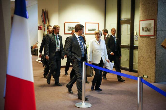 Angela Merkel et des membres de la délégation allemande, à Bruxelles, le 13 juillet au matin