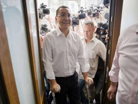 Victor Ponta à son arrivée au parquet anticorruption à Bucarest, lundi 13 juillet.