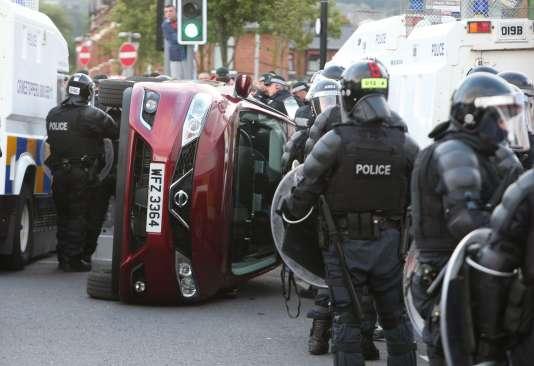 Des heurts ont éclaté lundi à Belfast lors de la principale marche loyaliste en Irlande du Nord.