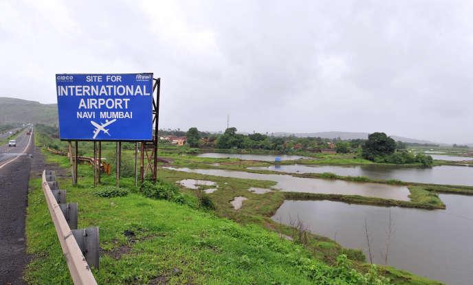 Sur le site du projet d'aéroport international de Chinchpada à 70 km de Mumbai, le 7 juillet 2010.