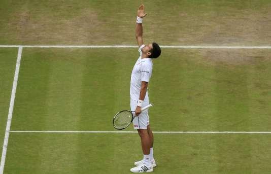 Novak Djokovic après sa finale contre Roger Federer au tournoi de Wimbledon le 12 juillet 2015.