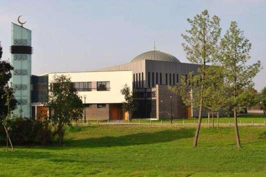 La mosquée Assalam est un complexe qui réunit salle de prière, centre culturel et bibliothèque.