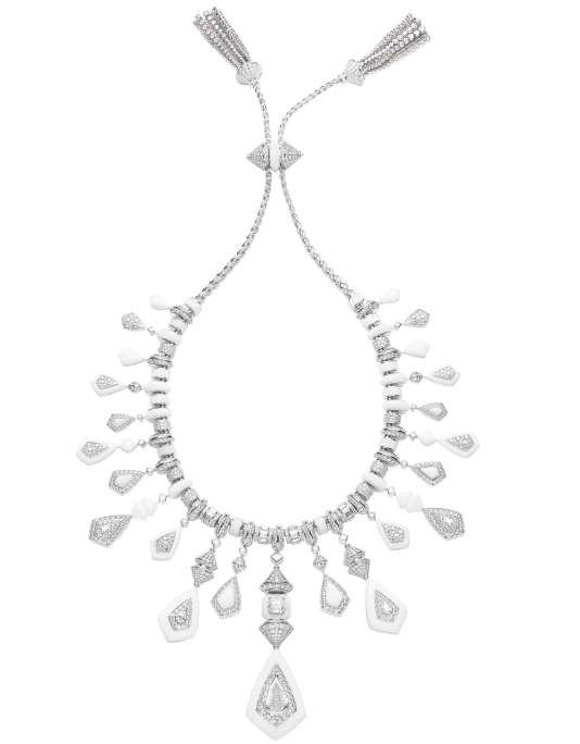 Collier réversible en or blanc, diamants, marbre, cristal de roche et saphirs, collection Bleu de Jodhpur, Boucheron.
