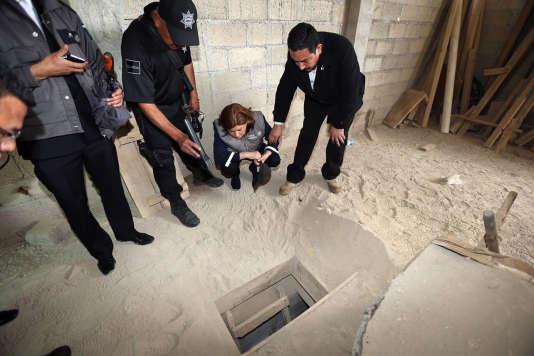 Les enquêteurs ont découvert, sous sa douche, un tunnel « d'une largeur d'environ 50cm » et « d'une longueur de plus de 1500mètres » débouchant sur une demeure en construction, au milieu des champs.