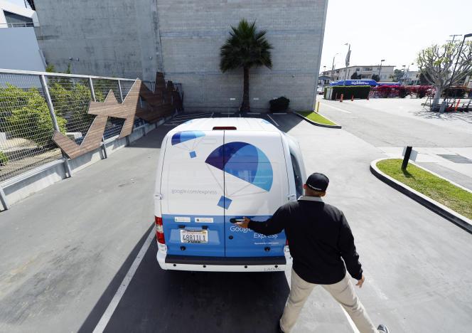 Une camionnette de Google Shopping Express au siège de Google à Los Angeles, le 5 mai 2014.
