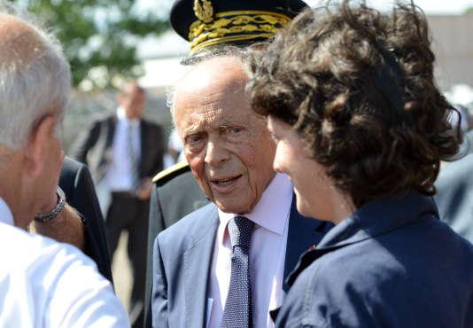L'ancien premier ministre Michel Rocard accède au plus haut grade de la Légion d'honneur en étant promu grand'croix.