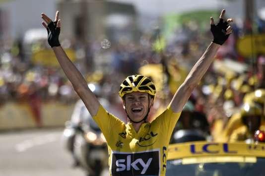Chris Froome franchit la ligne en vainqueur La Pierre-Saint-Martin