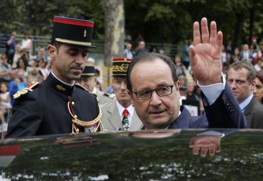 François Hollande lors du défilé de la fête nationale, le 14 juillet 2015, place de la Concorde à Paris.