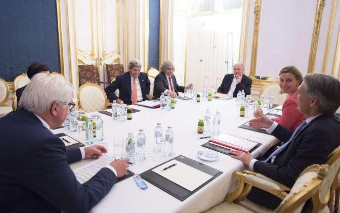 De gauche à droite: Frank-Walter Steinmeier, John Kerry, Ernest Moniz, Laurent Fabius, Federica Mogherini et Philip Hammond, le 14juillet au palais Coburg, à Vienne.
