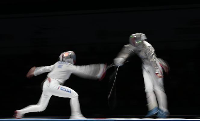 La Russe Sofia Velikaïa, à gauche, a vaincu Cécilia Berde par 15touches à12, le 14juillet à Moscou.