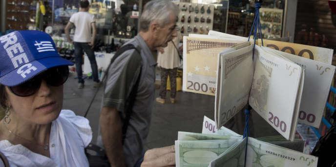 Au total, les hausses de taxes et baisses de dépenses publiques prévues dans les contreparties au plan d'aide à la Grèce représentent une contraction budgétaire de plus de 6 milliards d'euros en 2015 et 2016, soit 3,4 % du produit intérieur brut (PIB).
