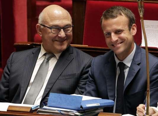 Michel Sapin et Emmanuel Macron, lors d'une séance de questions au gouvernement, à l'Assemblée nationale, le 15 juillet.