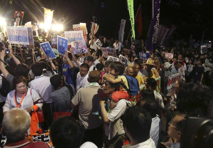 Une manifestation, le 15 juillet à Tokyo, pour protester contre les lois de défense du premier ministre Shinzo Abe.