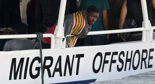 Plus de 2 700 migrants ont été secourus par les garde-côtes italiens au large de la Sicile, le 15juillet.