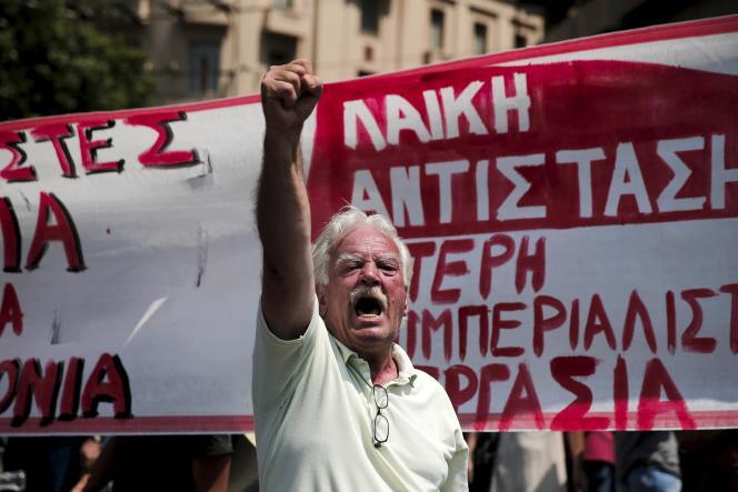 Un manifestant à Athènes, le 15 juillet.