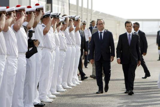 Le président français, François Hollande, et son homologue mexicain, Enrique Peña Nieto, le 15 juillet à Marseille.