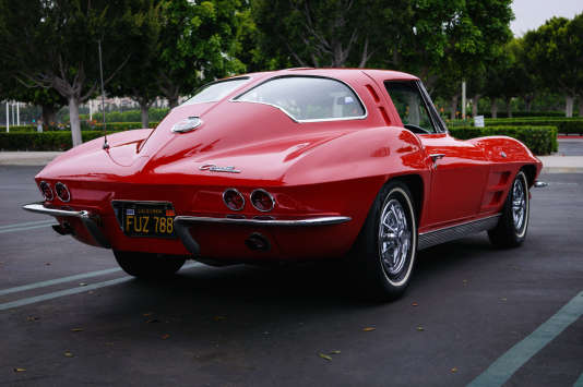 La Chevrolet Corvette Stingray (1963).