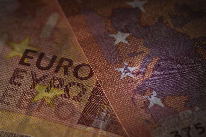 Billets de dix euros.