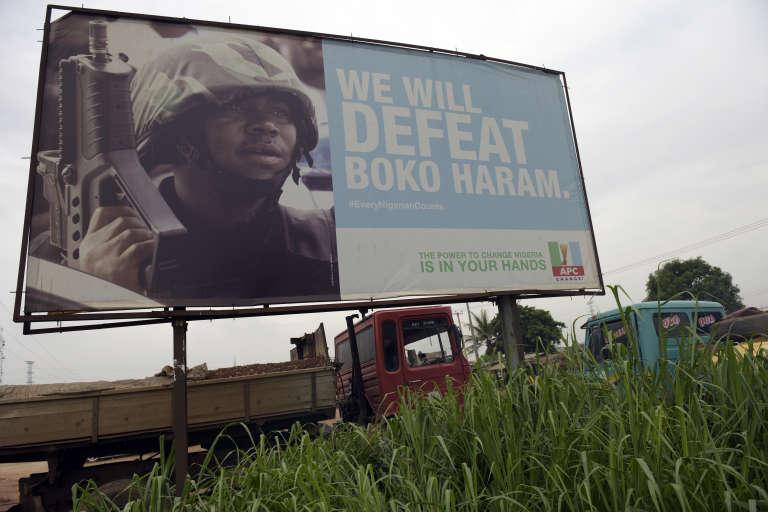 Une affiche de campagne du président nigérian, Muhammadu Buhari, qui annonce : « Nous vaincrons Boko Haram. »