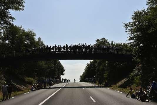 Un pont sur la route du Tour 2015