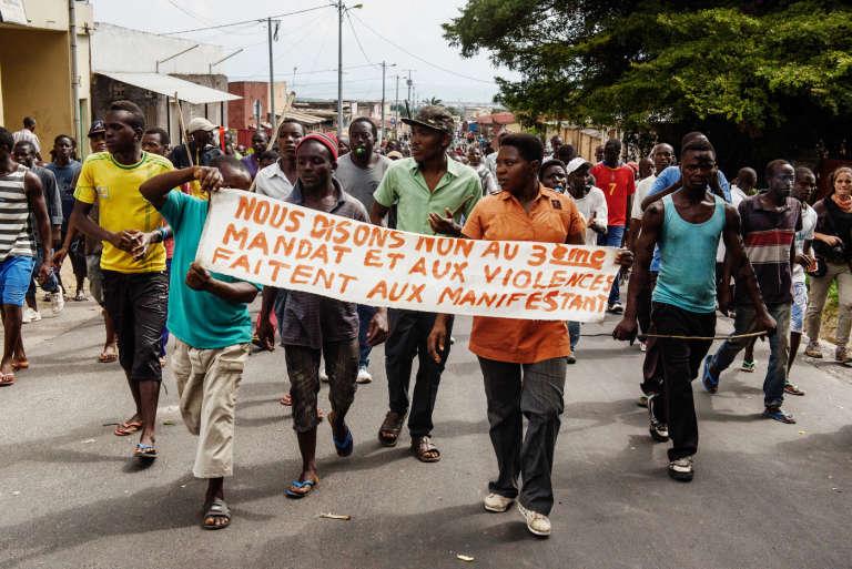 Marche de manifestations à Bujumbura le 29 mai 2015, contre le président Pierre Nkurunziza, candidat du CNDD-FDD pour les élections présidentielles du 21 juillet.