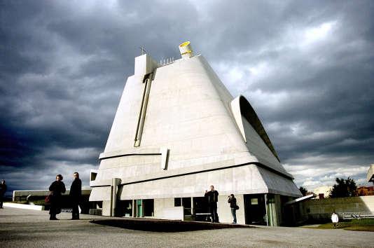 L'église Saint-Pierre de Firminy a été réalisée après la mort du Corbusier, par son assistant.