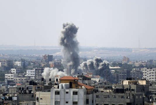 """Après une frappe israélienne sur Gaza, pendant l'opération """"Bordure protectrice"""", le 23 août 2014."""