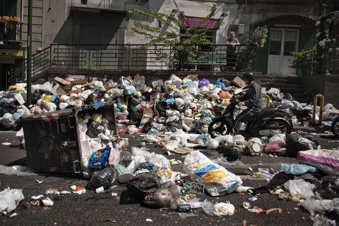 L'Italie condamnée pour son échec à mettre en place une gestion efficace des déchets à Naples.